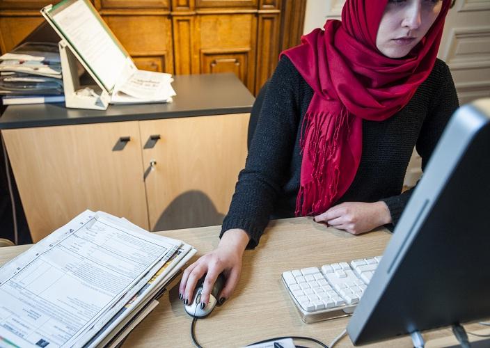 انتقاد شديد لقرار محكمة العدل الأوروبية المانع لارتداء الحجاب أثناء العمل شبكة بلجيكا 24 الاخبارية
