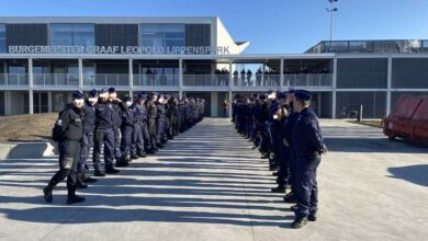 Photo of كنوك-هايست : حفل تكريم لكلبتي شرطة بعد وفاتهما في حادث تصادم