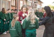 Photo of ملكة بلجيكا تناقش قضية التحــ.ـرش مع طلاب المدارس