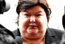 Photo of وزيرة الهجرة مصممة على إعادة اللاجئين إلى البلد الأصلي لتقديم اللجوء
