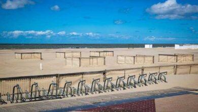 "Photo of تثبيت كبائن فردية على شواطئ كنوك-هايست إستعداداً لـ ""صيف كورونا"""